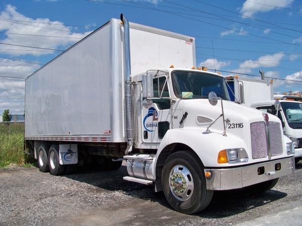 camions porteurs camions lagu inc et location de. Black Bedroom Furniture Sets. Home Design Ideas