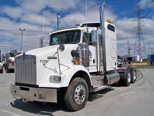 camions tracteurs camions lagu inc et location de. Black Bedroom Furniture Sets. Home Design Ideas